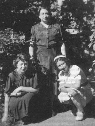 S maminkou a sestrou Marianne (1936)