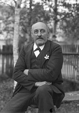 Na Seidelově snímku, pořízeném v Kunžvartu 14. října 1917, tedy v roce, kdy se dožil padesátky