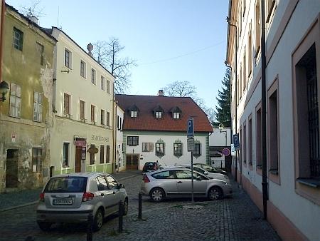 Část českobudějovické Široké ulice u biskupské rezidence