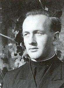 Snímek z roku 1947, kdy se až do svého vysvěcení v roce 1951 v Řezně připravoval na kněžské povolání v tamním semináři
