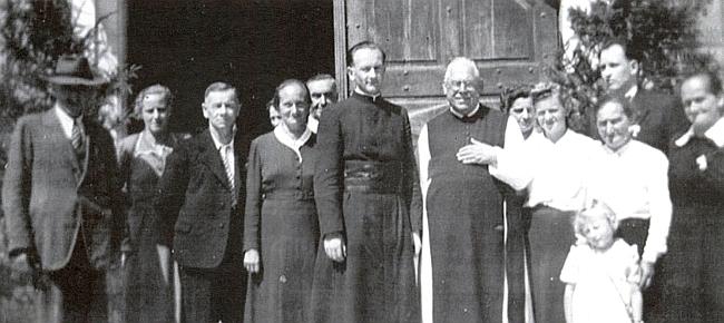 Vzpomínka na jeho primici v roce 1951 - vedle něho stojí Benedikt Kastner