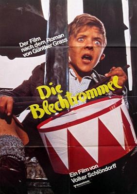 Plakát proslulého filmu Plechový bubínek, kde hrál gauleitera Löbsacka