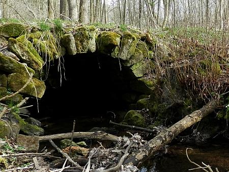 Kamenné mostky v Mýtinách a Veveří