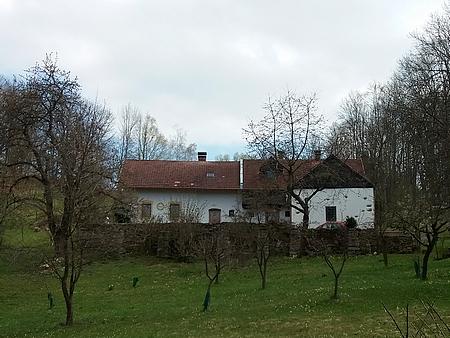 Rodný dům čp. 15 v Kovářově na snímcích z roku 2021