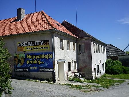 """Někdejší hostinec """"Matschi-Wirtshaus"""" ve Ktiši čp. 26 v roce 2011 (viz i Anton Geyer)"""