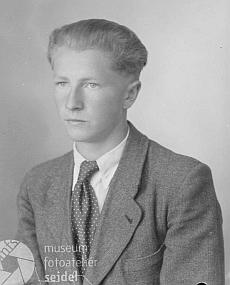 Bratr Franz na snímku s datem 7.července 1944 objednaném ve fotoateliéru Seidel