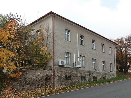 Někdejší škola na snímku z roku 2018