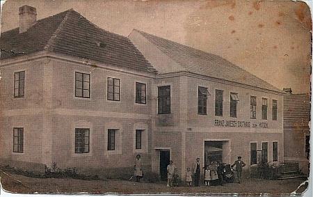"""Hostinec jeho otce, zvaný také """"Matschi-Wirtshaus"""", ve Ktiši"""