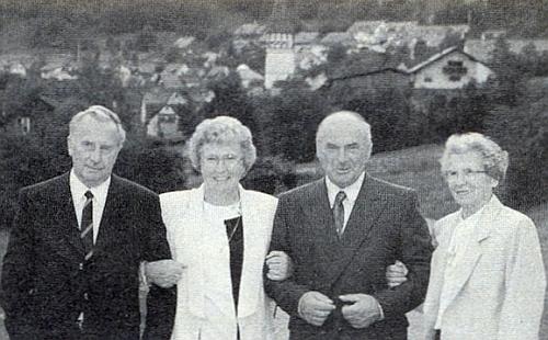 """Jakeschovi ze Ktiše: odleva Franz, Mathilde, Johann, na snímku šedesátiletý, úplně vpravo pak nejstarší z """"Matschiových"""", jak se jim říkalo """"po chalupě"""", totiž Maria"""