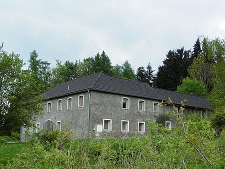 Rodný dům na snímku z roku 2015