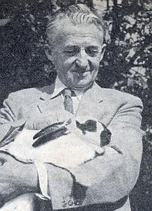 """Komentář k tomuto snímku v krajanském časopise zdůrazňuje, že chovu králíků, který byl oblíbeným """"koníčkem mnoha šumavských kluků"""", zůstal věren až do konce života"""