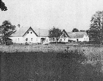 Zcela vpravo rodná chalupa čp. 62 v Dlouhé Stropnici na snímku ještě z roku 1964...