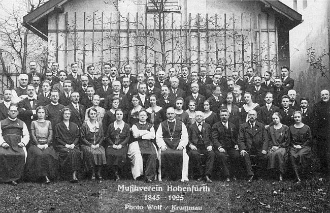 Na pamětním snímku k 80. jubileu hudebního spolku ve Vyšším Brodě v roce 1925, kdy byl jmenován opatem zdejšího kláštera