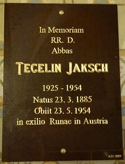Pamětní deska na hřbitovní kapli sv.Anny při klášterním kostele vyšebrodském svědčí o jeho úmrtí vrakouském exilu roku 1954