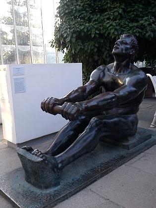 Mezi uměleckými díly, shromážděnými ve Vyšším Brodě, byly i sochy Veslaře od Hermana Zettlitzera aRozsévače od Williho Knappa, v současnosti vesbírkách Alšovy jihočeské galerie
