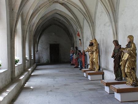Dnes jsou v křížové chodbě vyšebrodského kláštera vystaveny sochy ze zaniklých šumavských kostelů