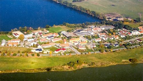 Letecký snímek rodných Haklových Dvorů