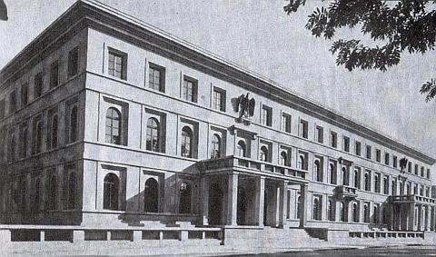 """Budova zvaná """"Führerbau"""" v Mnichově, kde byla podepsána osudná dohoda na stole, který se ocitl možná přes říšské kancléřství v Berlíně v prostorách kláštera vyšebrodského"""