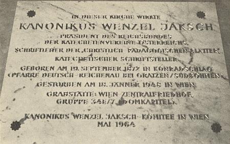 Pamětní deska ve vídeňském kostele U Věčné úcty připomíná jeho zdejší duchovní službu