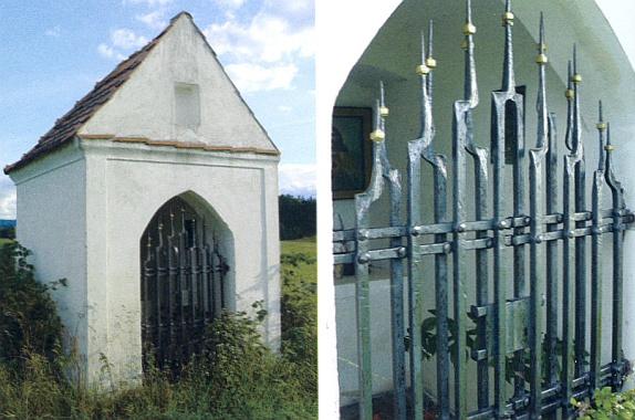 Kaple nad Nakolicemi s nově pořízenou kovářskou mříží