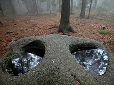 Kamenné mísy na Mandelsteinu: jako oči obrácené k nebi
