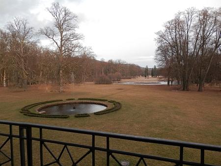 Dva záběry ze zámecké zahrady v Červeném Dvoře v roce 2013 a 2014