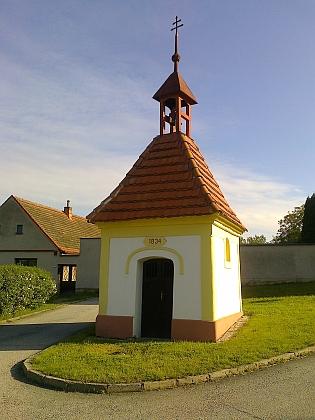 Opravená návesní kaple v Dubičném