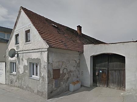 Google Street View zachytil dům čp. 5 ve Vrátě v dubnu 2012