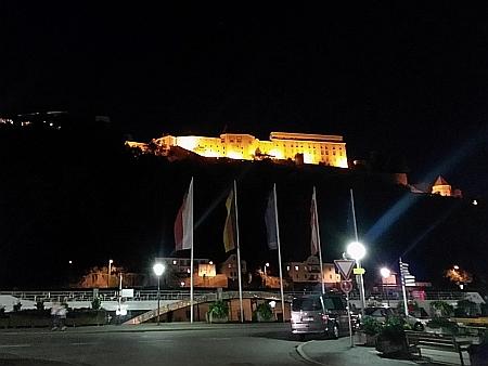 Horní hrad na nočním snímku