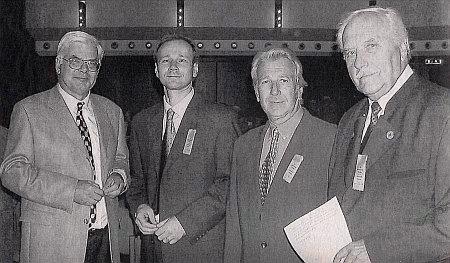 Na setkání vimperských krajanů ve Freyungu, druhý zleva stojí vedle starosty města Dr. Gernot Peter, potomek Johanna Petera a správce Šumavského muzea ve Vídni, prvý zprava F.X. Jedlitschka