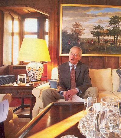 Lichtenštejnský kníže Hans-Adam II., přítel Karla Schwarzenberga, ačkoli až donedávna Česká republika zemi,     kde vládne spolu s kněžnou z rodu Kinských, diplomaticky neuznávala a naopak