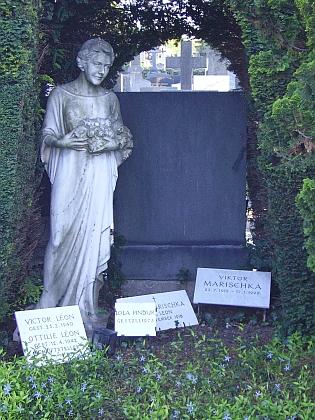 Hrob Victora Léona a jeho ženy Ottilie na hřbitově vevídeňském Hietzingu