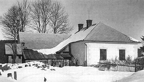 Původní školní budova ve Stožci