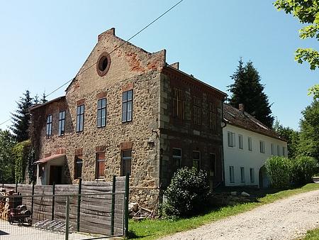 Někdejší škola v Mokré