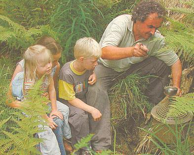 Jeden z jeho filmových dokumentů má podtitul Šumava mezi Mihelou a Vltavou (zde na novinovém snímku rakouská rodina upramene Mihely na Třístoličníku)