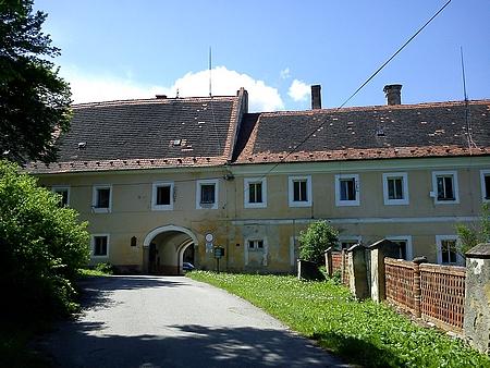 Rodný Petrův Dvůr u Netolic (viz i Gregor Victor Kutschera vonAichbergen)