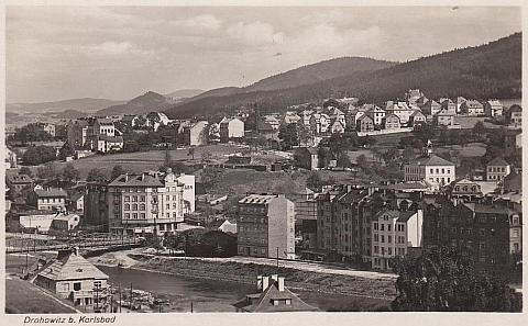 Rodné Drahovice na pohlednici z roku 1931, tedy 10 let po jejím narození