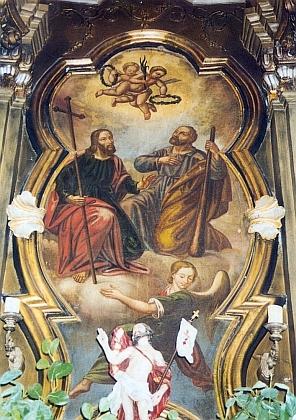 Obraz na hlavním oltáři kostela sv. Filipa a Jakuba v Dlouhé Vsi zpodobuje oba jeho patrony