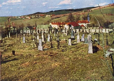 Hřbitov v Dlouhé Vsi, zachycený o Velikonocích 1967