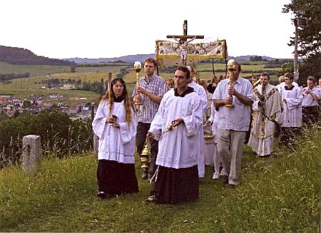 Procesí Božího Těla u poutní kaple sv. Andělů Strážných v Sušici roku 2012