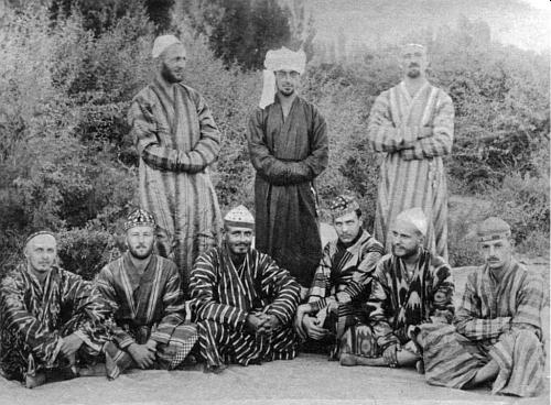 Jako válečný zajatec v Turkestánu někdy v letech 1915-1918 je on ten sedící prvý nebo třetí zprava