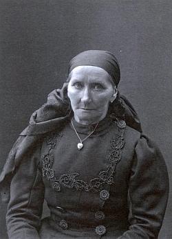 Jeho matka Anna, roz. Stifterová, rovněž na snímku Josefa Seidela zroku 1915