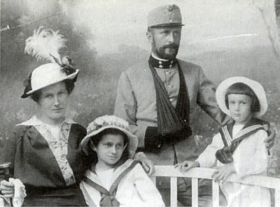 S rodinou v uniformě c.k. důstojníka