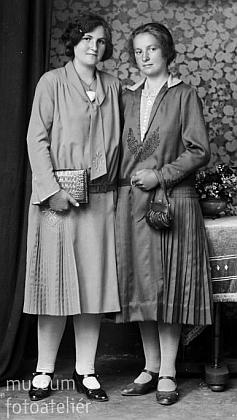 Tento snímek, datovaný 15. zářím 1929, je psán na Marii Rienmüllerovou z Polné na Šumavě čp. 16, tedy matčinu sestru
