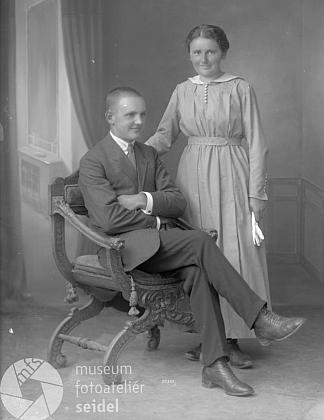 Otec se sestrou Marií na Seidelově snímku ze 17. srpna 1920