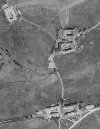 Otický statek čp. 1 a leteckých snímcích z let 1947 a 2011