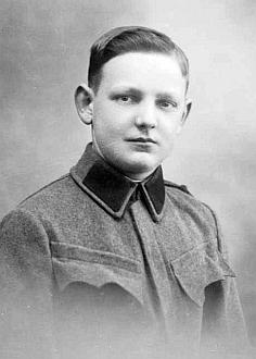 Jeho otec Johann Jungbauer na dvou snímcích  z fotoateliéru Seidel z válečného roku 1917, první je z června, na druhý z prosince
