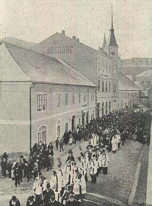 Snímek z jeho pohřbu ve Vimperku