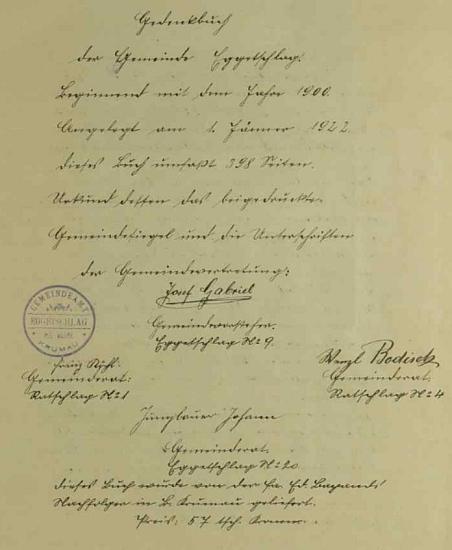 Titulní strana jeho rukou psané kroniky obce Bližná