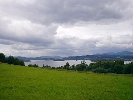 Pohled z Bližné na Lipenské jezero